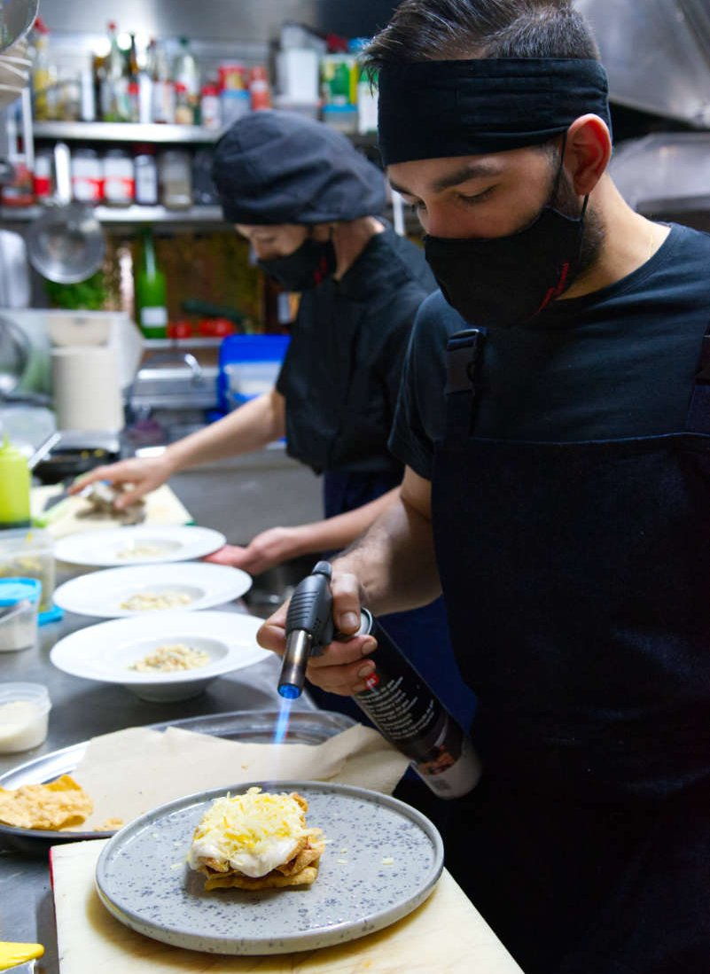 Equipo de cocina Brasserie Turcanu de Castro Urdiales